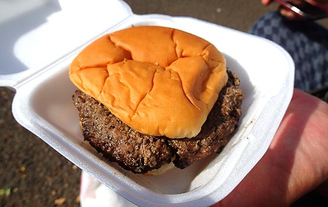 ハワイで食べたうっすい味のハンバーガー
