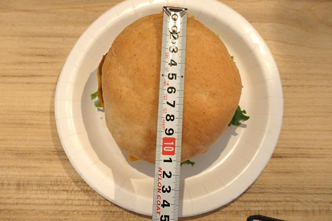 コストコ 1/3パウンドチーズバーガー2